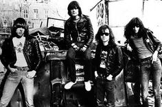ICYMI: Tommy Ramone, the last surviving original member of the Ramones, died at 62 http://on.variety.com/TYGMLM pic.twitter.com/DiRQizgdBD