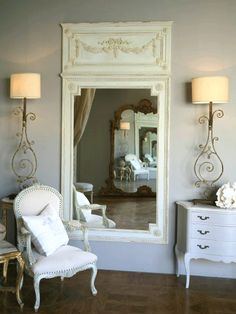Did I ever mention how much I love mirrors?    Found on  thepapermulberry.blogspot
