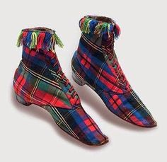 WOOL TARTAN BOOTS: French, ca. 1860 These eye-catching women's boots of bright wool tartan with matching fringe reflect both the vogue. Victorian Shoes, Victorian Fashion, Vintage Fashion, Victorian Era, Antique Clothing, Historical Clothing, Vintage Boots, Vintage Outfits, Vintage Closet