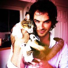 Ian Sommerhalder + Kitty = Cutee ^^ <3