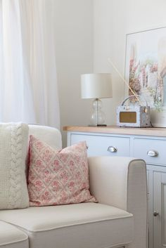 Before and After: My Pastel Living Room and Dining Room Makeover Country Style Living Room, Country House Design, Country Style Homes, Living Room Interior, Living Room Decor, Dining Room, Pastel Living Room, Interior Stylist, Decoration