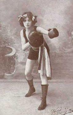 1911. Anna Blanc boxing