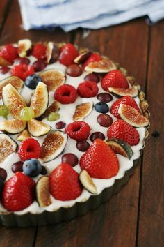 Banana Cream Tart(raw, vegan) 1 cup of cashews ⅓ cup almonds 3 dates 1 tablespoon of maple syrup ¼ teaspoon salt 1 ripe banana Meat of Two Young Thai Coconuts 1 cup coconut water ⅓ cup of raw cashews ¼ teaspoon salt Please use any combination of fruit you like. figs raspberries grapes etc