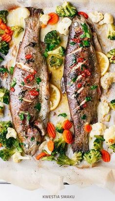 [Baked trout with butter chili and vegetables – The Wooden Skillet – healthy recipes + food photography Baked trout with butter chili and vegetables Baked trout with butter chili and vegetables Fish Dishes, Seafood Dishes, Seafood Recipes, Seafood Platter, Baked Trout, Baked Fish, Baked Whole Fish, Whole Trout Recipes, Kitchen Recipes