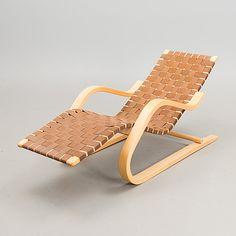 ALVAR AALTO, LEPOTUOLI 43. Suunniteltu 1937.  1970/80-luku. Alvar Aalto, Outdoor Chairs, Outdoor Furniture, Outdoor Decor, Sun Lounger, Armchair, Woods, Design, Home Decor