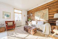 Hirsiseinä kotoisassa olohuoneessa Hygge, Country Style, Divider, Sweet Home, Farmhouse, Living Room, Furniture, Cottage Ideas, Jenni