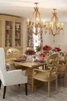 I'm loving this dining room from Traditional Home Magazine with pops of color!