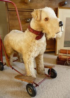 VINTAGE  PEDIGREE PUSH ALONG DOG ON WHEELS Old Toy Dog  FOX TERRIER Jack Russell