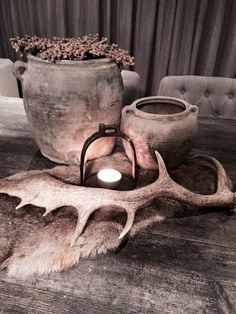 Stoer stilleven op eettafel - Health and wellness: What comes naturally Rustic Furniture, Furniture Decor, Cosy Decor, Natural Living, Sober Living, Outdoor Crafts, Nordic Design, Decoration Table, Rustic Interiors