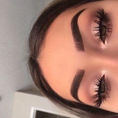 New eyeshadow makeup tutorial for Urban Decay. The perfect eye make-up . - Make-Up Skin Makeup, Eyeshadow Makeup, Beauty Makeup, Hair Beauty, Makeup Brushes, Pink Eyeshadow, Bold Lipstick, Eyeliner, Makeup Style