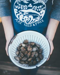 Fresh clams tonight!  @camrindengel  #aksalmonsisters #shellfish #clams #wildandfree #wildseafood