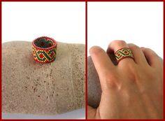 Anello peyote a fascia Peyote stitch ring Bead Loom Bracelets, Beaded Bracelet Patterns, Jewelry Patterns, Beaded Rings, Beaded Jewelry, Celtic Knot Designs, Diy Rings, Homemade Jewelry, Bracelets