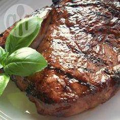 Steaks marinés à l'ail @ qc.allrecipes.ca