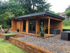 Customer photos of a Garden House Hansa Lounge XXL with Storage Room and Terrace verde externa predio Luxury Summer House with Storage Room Hansa Lounge XXL / / 8 x 5 m – Summer House 24 Wooden Summer House, Summer House Garden, Large Summer House, Summer Houses, Dream Garden, Backyard Office, Backyard Patio, Hot Tub Backyard, Backyard Cottage
