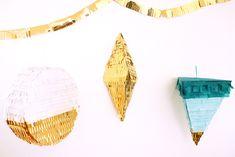 DIY pinata originale de forme géométrique. Ronde Losange et triangle, dans les bleus blancs et doré. / DIY pinata original geometric shape. Round Diamond and triangle, in white and golden blue.