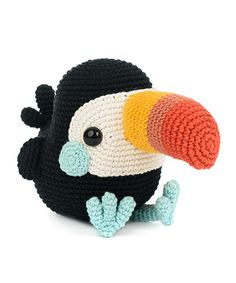 During his puberty, Toco didn't like that long clumsy beak. But when he looks in the mirror now, he is proud of his colorful look. He aspires a career as an influencer, he seems to be doing pretty well. Toucans are – besides llamas – the next big thing! Crochet Amigurumi Free Patterns, Crochet Animal Patterns, Stuffed Animal Patterns, Crochet Animals, Crochet Dolls, Knitting Patterns, Crochet Birds, Crocheted Flowers, Crochet Stars