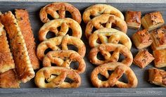 Covrigei fragezi reteta de casa simpla savori urbane Romanian Food, Romanian Recipes, Home Food, Pastry Cake, Onion Rings, International Recipes, Bagel, Food And Drink, Appetizers