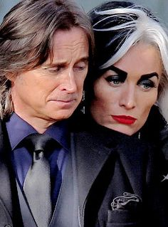 Robert Carlyle & Victoria Smurfit between takes