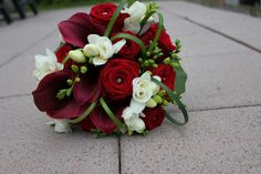Brautstrauß in Rot - ein Traum!!! Rote Rosen, Calla und Fresien