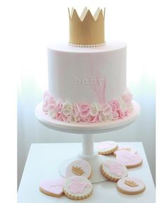 Baby Girl Birthday Cake, First Birthday Cakes, Princess Birthday, Idee Baby Shower, Baby Shower Cakes, Bolo Panda, Tiara Cake, Girl Birthday Decorations, Beautiful Birthday Cakes