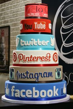 Social Media Cake/ just finished learning about social media in school..