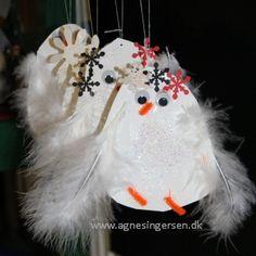På bloggen finder du skabelon og fremgangsmåde til de søde vinterfugle som mine dagplejebørn har lavet : http://agnesingersen.dk/blog/snefugle   kids craft,Kinderbastelideen,Winter,snow, bird, Vogel, Schnee