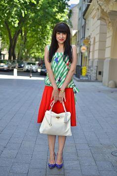 UPRAVTE SA!_Katharine-fashion is beautiful_Červená sukňa_Pruhovaný top_Modré sandále_Biele sandále_Katarína Jakubčová_Fashion blogger