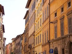 Corso Cavour in Perugia, Italy (via juliabourque.blogspot.com) Perugia Italy, Where The Heart Is, Places Ive Been, Street View, City, Cities