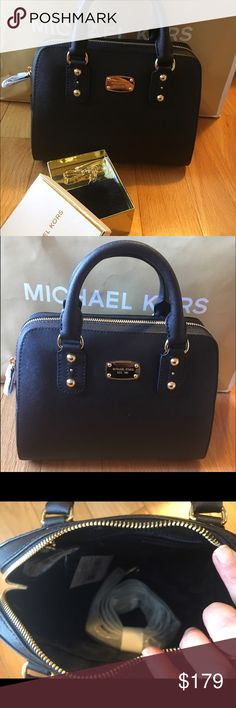 🎀MICHAEL KORS🎀Small Leather Satchel Michael Kors Small Black Satchel Excellent Condition 100% saffiano leather. Gold hardware. Comes with detachable crossbody. ❌No trading or holding. 🎀PRICE IS FIRM🎀NO BUNDLE DISCOUNT Michael Kors Bags