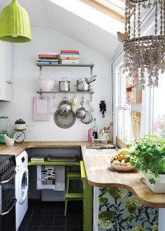 compact & pretty kitchen (via Design*Sponge) (my ideal home. Small Space Kitchen, Compact Kitchen, Big Kitchen, Small Space Living, Small Spaces, Kitchen Decor, Kitchen Colors, Kitchen Ideas, Green Kitchen