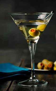 Did you know you can buy Dill Pickle Vodka? There are several brands, (we used Naked Jay's Big Dill Pickle brand) and it makes an awesome Martini. Vodka Drinks, Cocktails, Drinks Alcohol, Beverages, Martinis, Pickle Brands, Parfum Cartier, Vodka Potato, Crystal Head Vodka