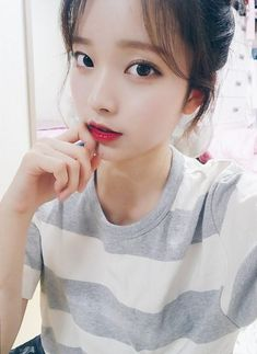 Find images and videos about girl, ulzzang and ullzang on We Heart It - the app to get lost in what you love. Ulzzang Korean Girl, Cute Korean Girl, Beautiful Asian Girls, Most Beautiful Women, Korean Beauty, Asian Beauty, Cute Asian Fashion, Girl Korea, Uzzlang Girl