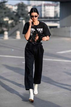 Kendall Jenner Goes Shopping, These Are The Black Denim Jeans She Buys Jeans, schwarze Jeans, schwar Kendall Jenner Outfits Casual, Kendall Jenner Style, Casual Outfits, Kendall Jenner Fashion, Kylie Jenner, Kendall Jenner Clothes, Black Culottes Outfit Casual, Kendall Jenner Short Hair, Inspired Outfits