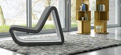 futuristisches design liegesessel hellgrau teppich