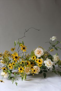 Wedding Reception Flowers, Winter Wedding Flowers, Floral Wedding, Ikebana, Big Flowers, Beautiful Flowers, Wedding Flower Inspiration, Black Eyed Susan, Arte Floral