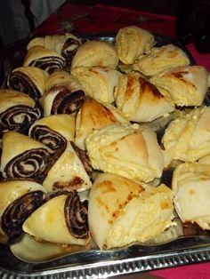 Kakaós és túrós háromszög Gourmet Recipes, Cookie Recipes, European Dishes, Bread Dough Recipe, Food Goals, Sweet And Salty, Something Sweet, Food To Make, Sushi