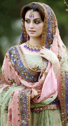 Dulhan Bride Indian Desi Wedding www.weddingsonline,in Pakistani Bridal Makeup, Pakistani Wedding Outfits, Pakistani Dresses, Indian Dresses, Indian Outfits, Dulhan Dress, Pakistan Bride, Look Short, Desi Wedding