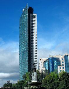 Torre Mayor en la Ciudad de México, 225.4 m (2003).