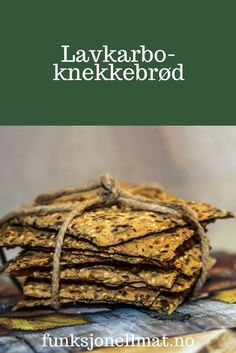 Lavkarbo-knekkebrød - Funksjonell Mat | Lavkarbo oppskrifter | Sunne oppskrifter | Lavkarbo lunsj | Lavkarbo frokost | Low carb | Knekkebrød oppskrift Bread Recipes, Keto Recipes, Healthy Recipes, Healthy Food, Low Carb Bread, Pancakes And Waffles, Bread Rolls, Coleslaw, Lchf