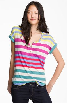 Loving these bright stripes! The different colors and stripe widths makes it something with a wow factor, even on the most causal day.