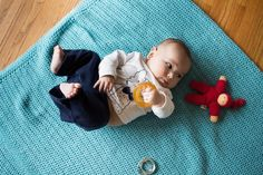 Here are some ways to respond when your Montessori baby is interested in exploring toys! Offering choices and preparing a baby's space become important ways to encourage movement and independence for a young baby.