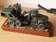 Red iron models military excavator E-305BV in  1/35. Scale model by Sylvio Jähne.
