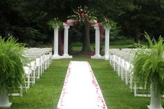 Garden wedding ceremonies can be absolutely breath-taking. 11 tips for an outdoor garden wedding ceremony.