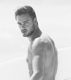 OMG LIAM WHAT ARE YOY DOING TO ME IM DYING OMG PLEASE STOP , NEVER MIND DONT STOP BUT DAMMMMNNNN
