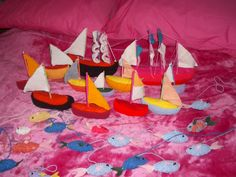 Knitted boats and fish. I made them for a yarn bomb