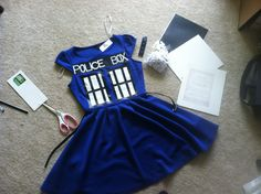 DIY TARDIS Dress! :D So on the to do list!! http://etherealinspirations.wordpress.com/2012/11/10/tardis-halloween-costume/ Halloween Costumes For Girls, Diy Costumes, Diy Halloween, Cosplay Costumes, Costume Ideas, Halloween Stuff, Costume Halloween, Cosplay Dress, Cosplay Diy