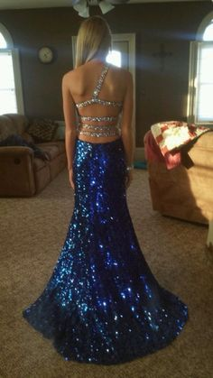 Beautiful dress back! I always wished my Prom dresses were more interesting. Something flashy like this would have been so fun!