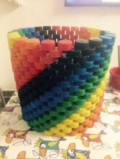 Outro tacho reutilizando tampinhas de plástico