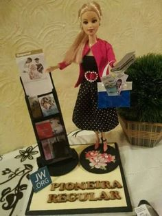 Regular Pioneer Barbie before she was promoted to special pioneer. 😉 Regular Pioneer Barbie before she was promoted to special pioneer. Caleb Et Sophia, Jw News, Public Witnessing, Jw Humor, Pioneer School, Pioneer Gifts, Barbie Diorama, Jw Gifts, Jehovah's Witnesses