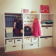 子ども用ハンガーラックをニトリのカラーボックスで作ろう | RoomClip mag | 暮らしとインテリアのwebマガジン